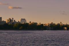 Central Parkhav med en solnedgång royaltyfri foto