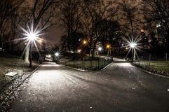 Central Parkkruispunt bij nacht stock afbeelding
