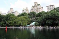 Central Parksegelbåtdamm Royaltyfria Bilder
