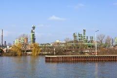Central química velho no cano principal de rio imagens de stock royalty free