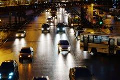Centrala bilar för nattgataljus Royaltyfria Foton