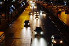 Centrala bilar för nattgataljus Fotografering för Bildbyråer