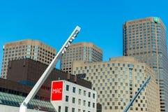 centrala för fyrkant och Dejardins för ställedes-konster byggnader i i stadens centrum Montreal royaltyfri bild