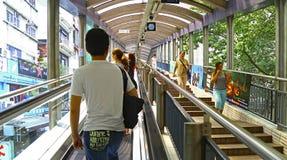 Centrala mitt- nivåer rulltrappa och gångbana, Hong Kong royaltyfri bild