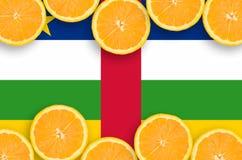 Centralafrikanska republiken flagga i citrusfruktskivahorisontalram royaltyfria bilder