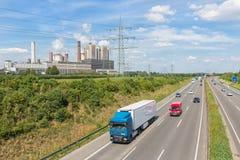 Centrale à charbon près d'autoroute en Allemagne photo libre de droits