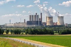 Centrale à charbon près du mien Inden de lignite en Allemagne image libre de droits