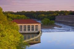 Centrale électrique au blocage et au barrage un Photo libre de droits
