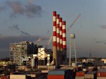 Centrale électrique au port Photos stock