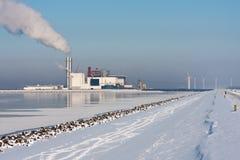 Centrale électrique dans l'horizontal hollandais de l'hiver Photographie stock