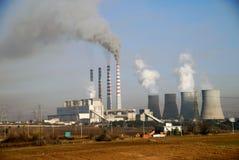 Centrale électrique de charbon de bois chez Ptolemaida, Grèce photos stock