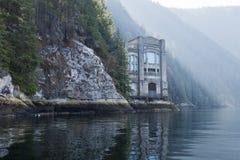 Centrale électrique 2 de lac Buntzen sur le bras indien photos stock