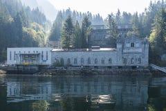 Centrale électrique 1 de lac Buntzen sur le bras indien images libres de droits