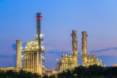 Centrale électrique de turbine à gaz pendant le matin images stock