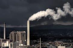 Centrale électrique et tempête Photographie stock