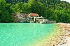Centrale d'énergie hydroélectrique photo stock