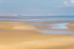 Centrale de Dungeness, Kent de plage de port de Rye Image stock