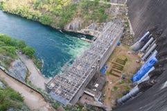 Centrale elettrica alla diga di Bhumibol in Tailandia Fotografie Stock