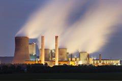Centrale elettrica alla notte Fotografie Stock