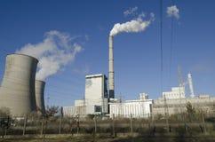 Centrale elettrica con i camini Immagini Stock Libere da Diritti