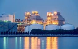 Centrale elettrica con il raffreddamento enorme Immagine Stock Libera da Diritti