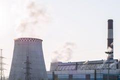 Centrale elettrica dell'inquinamento ambientale Sicurezza ed ecologia elettriche di energia fotografia stock libera da diritti