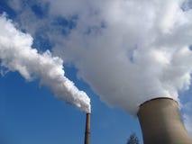 Centrale elettrica della torre di raffreddamento dei vapori Immagine Stock Libera da Diritti