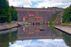 Centrale elettrica di energia idroelettrica, parco del paesaggio della valle di Bobr, Polonia Fotografie Stock Libere da Diritti