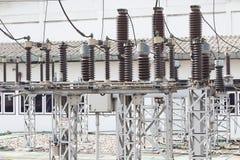 Centrale elettrica di industria con il elettrico line ad alta tensione Fotografia Stock Libera da Diritti