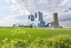 centrale elettrica e campo Fotografia Stock Libera da Diritti