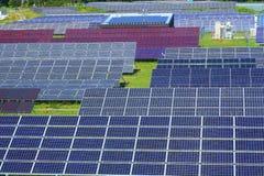Centrale elettrica fotovoltaica fotografie stock libere da diritti