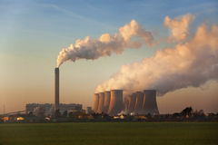 Centrale elettrica infornata carbone - Inghilterra Fotografie Stock Libere da Diritti