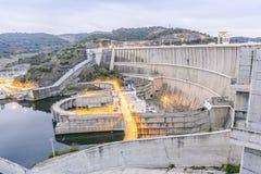 Centrale elettrica sulla diga dell'acqua di Alqueva, l'Alentejo, Portogallo Immagini Stock Libere da Diritti