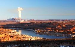 Centrale elettrica vicino al lago Powell, Arizona, U.S.A. fotografie stock