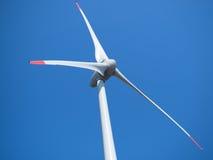 Centrale eolica e cielo blu Immagini Stock Libere da Diritti