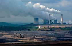 Centrale et charbon à ciel ouvert Image libre de droits