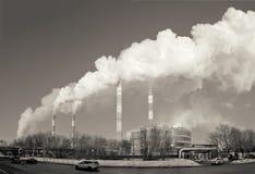 Centrale, fumée de la cheminée Image modifiée la tonalité image libre de droits