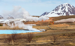 Centrale géothermique Bjarnarflag et son lac bleu, Islande photos libres de droits