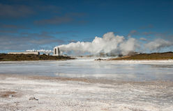 Centrale géothermique, Islande. Photo stock