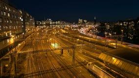 Centrale het spoorpost van Stockholm bij nacht stock videobeelden