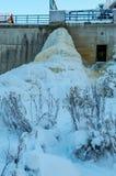 Centrale hydraulique congelée Keila-Joa, Estonie images libres de droits
