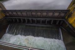 Centrale hydroélectrique de barrages et de portes Photo libre de droits