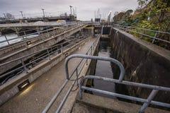 Centrale hydroélectrique de barrages et de portes Image stock