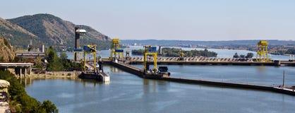 Centrale hydro-électrique de barrage-pouvoir photographie stock libre de droits