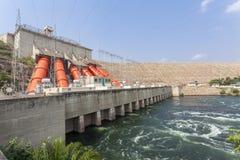 Centrale idroelettrica di Akosombo sul fiume del Volta nel Ghana Immagine Stock