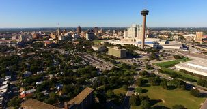 Centrale il Texas di San Antonio Skyline Aerial Panoramic South stock footage