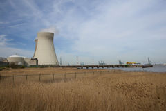 Centrale nucléaire à Doel Photo libre de droits