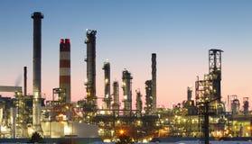 Centrale pétrochimique - vue de nuit Images stock