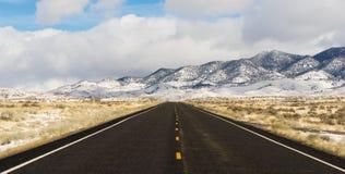 Centrale panoramica Nevada Highway del bacino del paesaggio di inverno grande fotografia stock libera da diritti