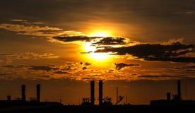 Centrale petrolchimica, raffineria Immagini Stock Libere da Diritti